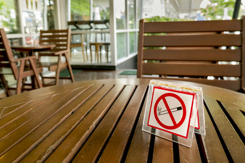 no-smocking-outside-restaurant.jpg